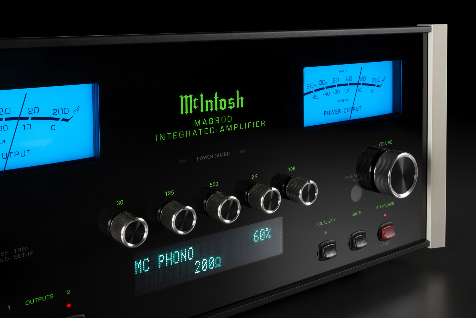 McIntosh MA8900 2 front